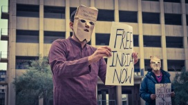 Anirvan Chatterjee doing street theater of anti-Emergency protests (20-16) - credit Ravi Shankar